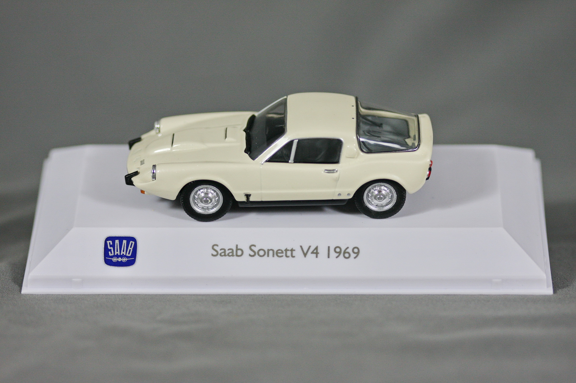 1:43 Saab Sonett V4 1969 silberAtlas CollectionModellauto PKW Oldtimer
